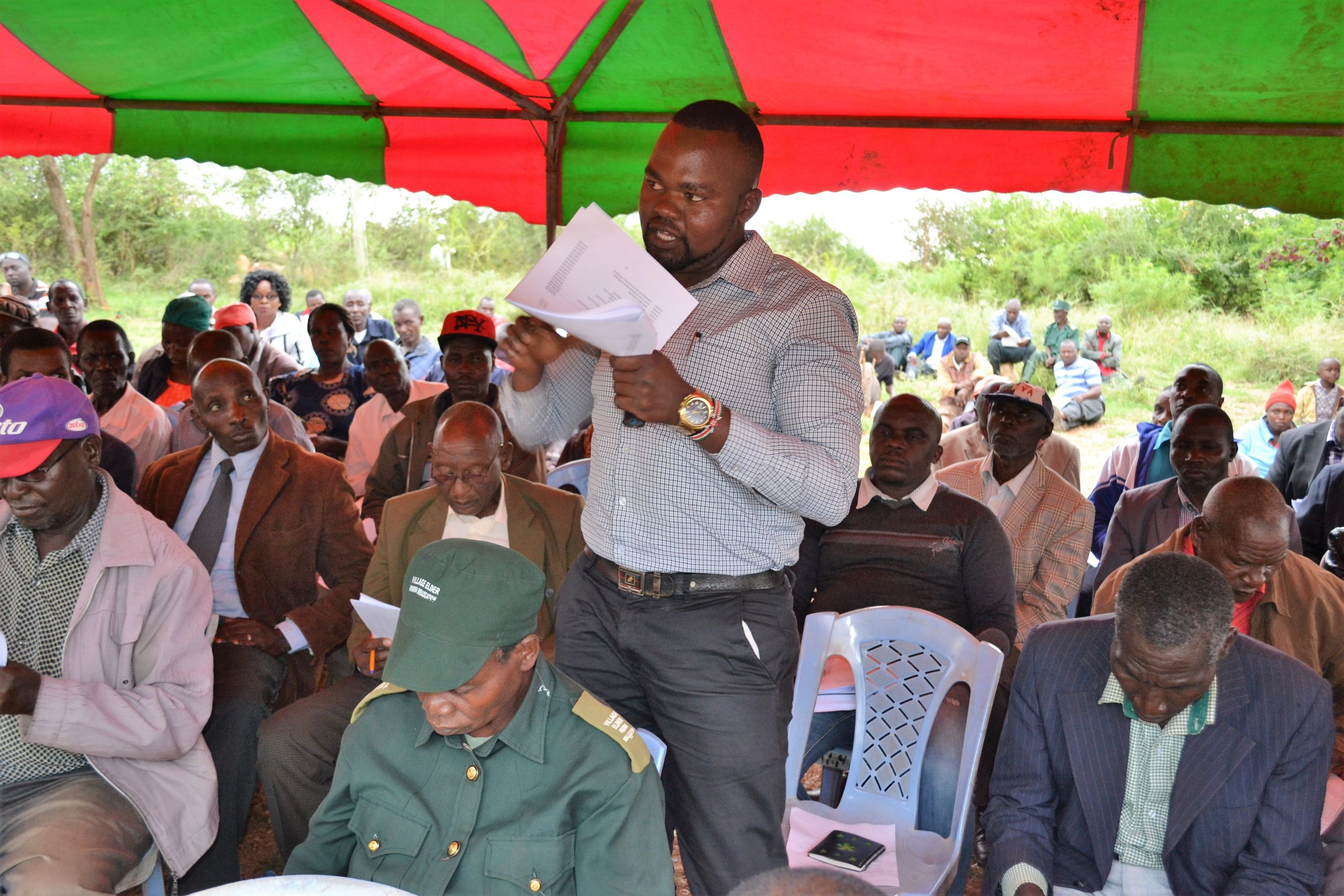 Boniface-Musyoka-a-resident-of-Makima-Ward-in-Embu-giving-his-views-during-a-Public-Participation-Forum